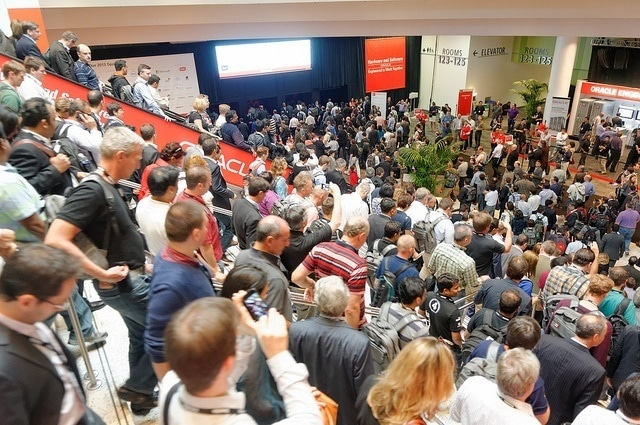 Crowds rushing to Oracle OpenWorld