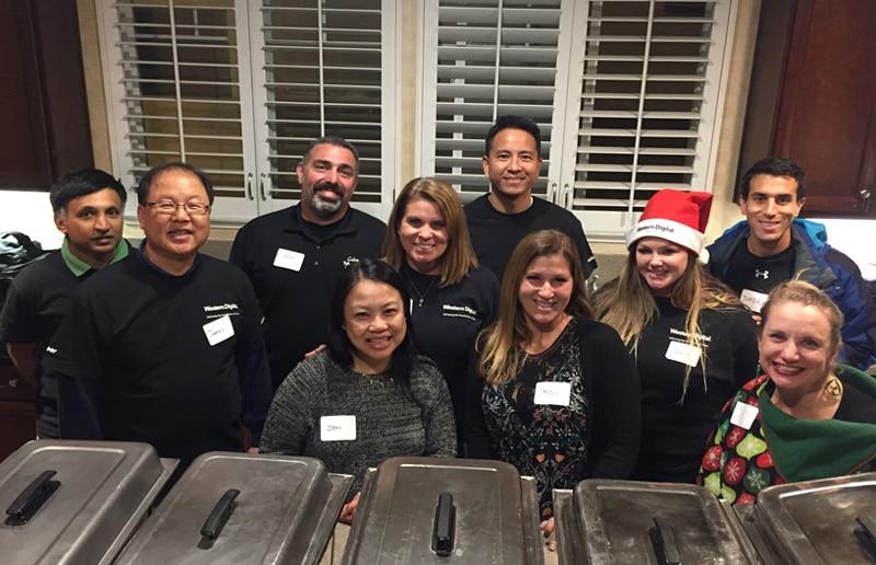 We.care Irvine volunteers at Mercy House