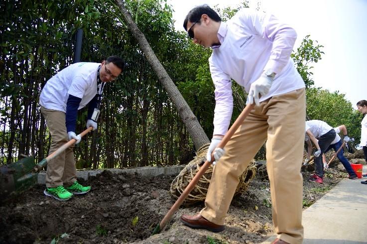 Western Digital Shanghai tree planting